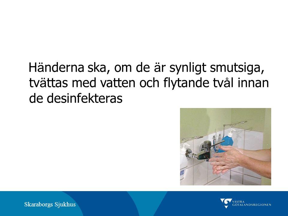 Händerna ska, om de är synligt smutsiga, tvättas med vatten och flytande tvål innan de desinfekteras