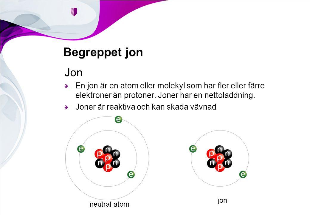 Begreppet jon Jon. En jon är en atom eller molekyl som har fler eller färre elektroner än protoner. Joner har en nettoladdning.