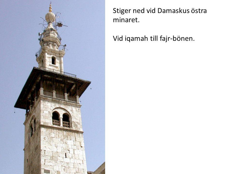 Stiger ned vid Damaskus östra minaret.