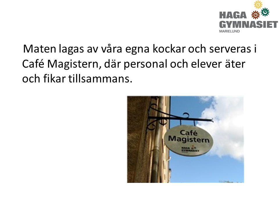 Maten lagas av våra egna kockar och serveras i Café Magistern, där personal och elever äter och fikar tillsammans.
