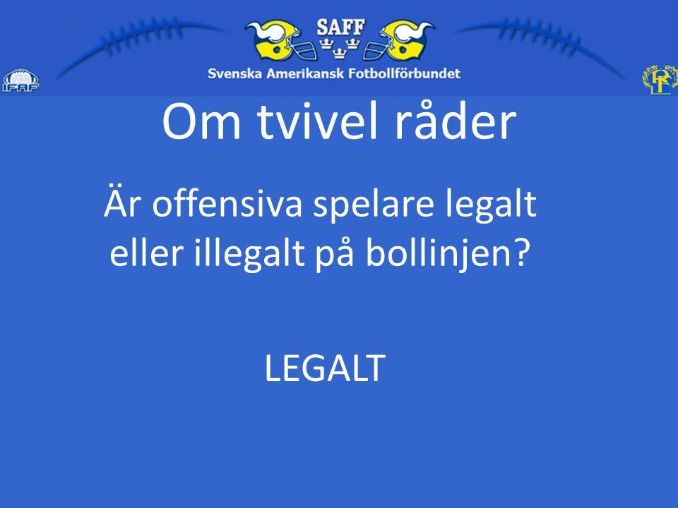 Är offensiva spelare legalt eller illegalt på bollinjen