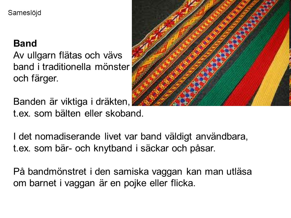 Band Av ullgarn flätas och vävs band i traditionella mönster