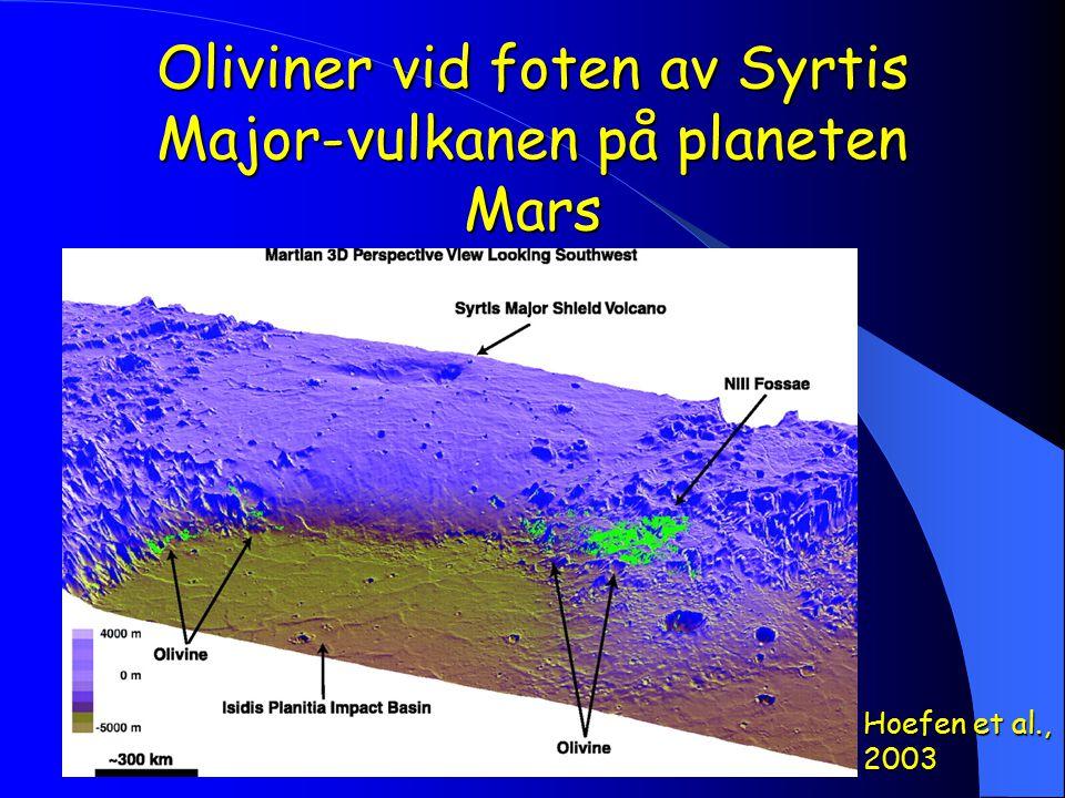 Oliviner vid foten av Syrtis Major-vulkanen på planeten Mars