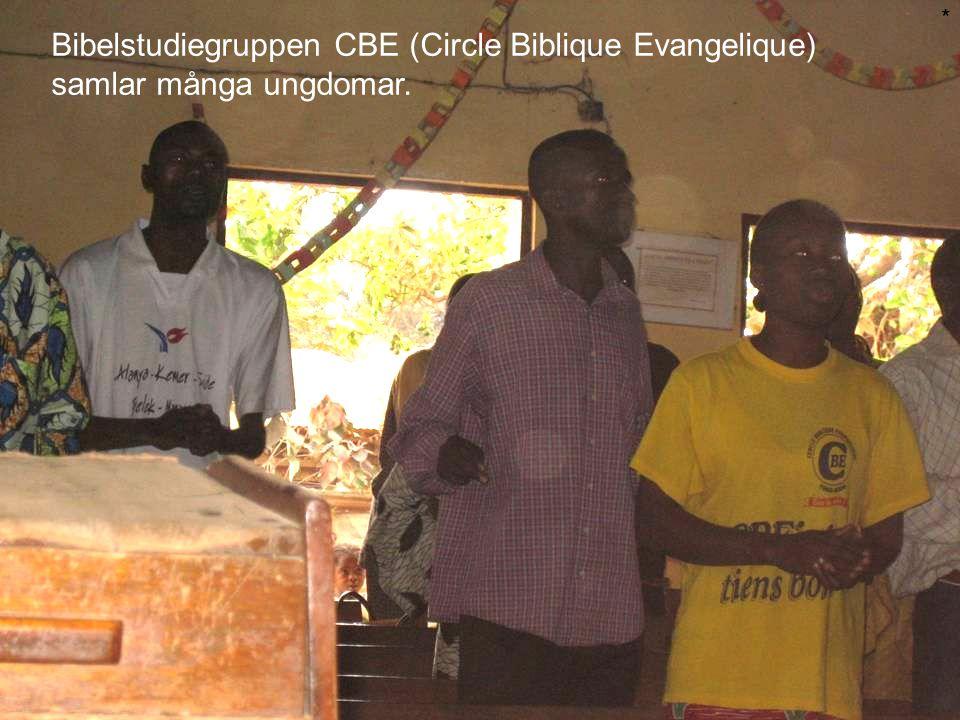 * Bibelstudiegruppen CBE (Circle Biblique Evangelique) samlar många ungdomar.
