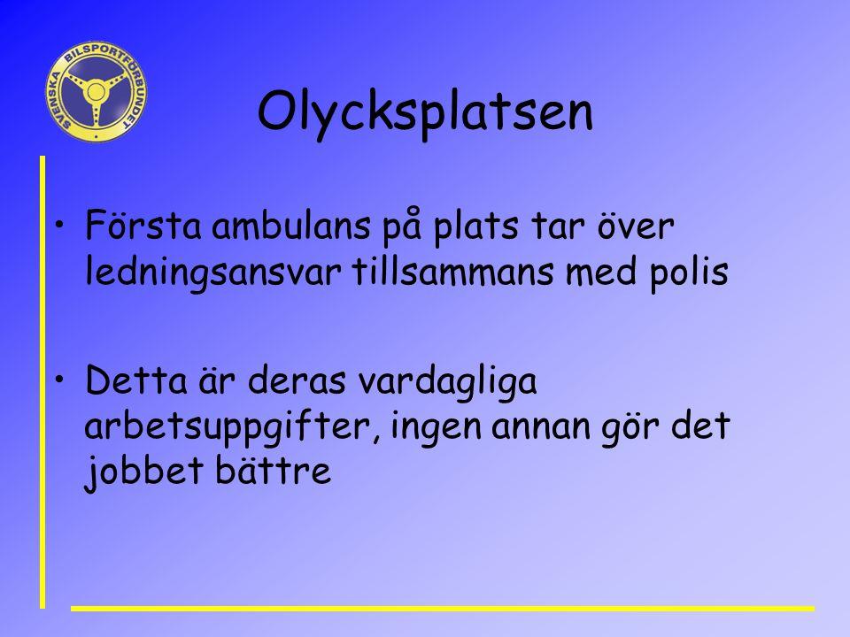 Olycksplatsen Första ambulans på plats tar över ledningsansvar tillsammans med polis.