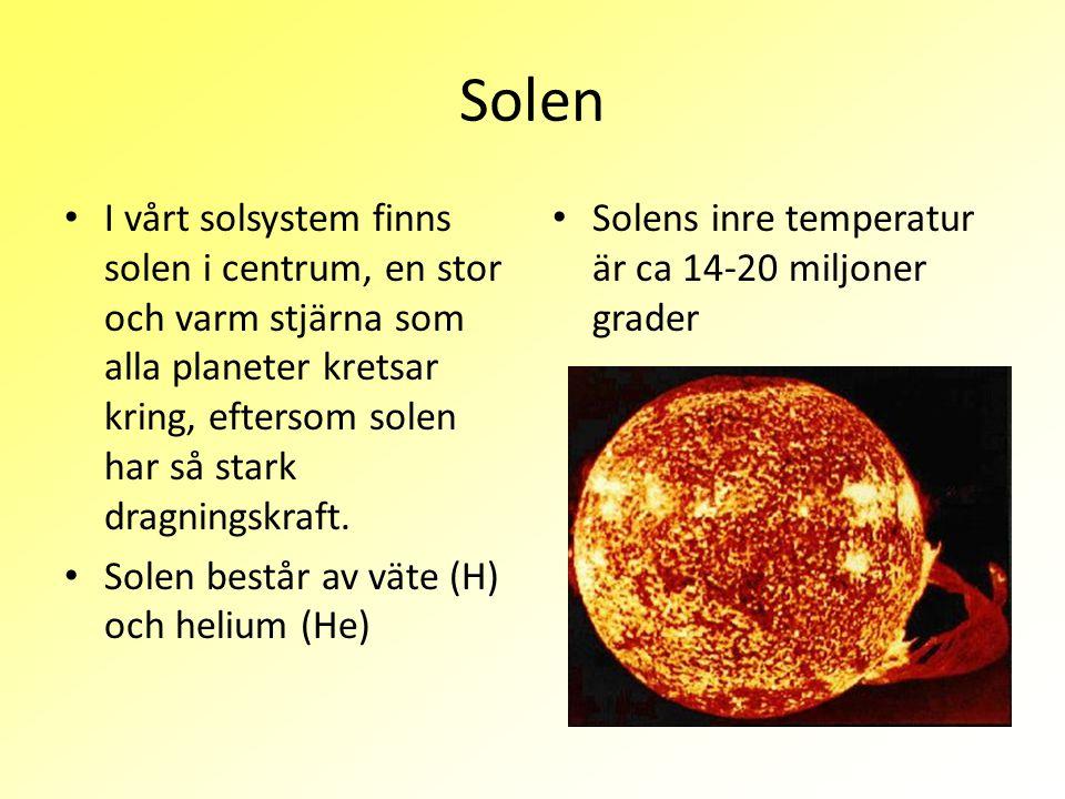 Solen I vårt solsystem finns solen i centrum, en stor och varm stjärna som alla planeter kretsar kring, eftersom solen har så stark dragningskraft.
