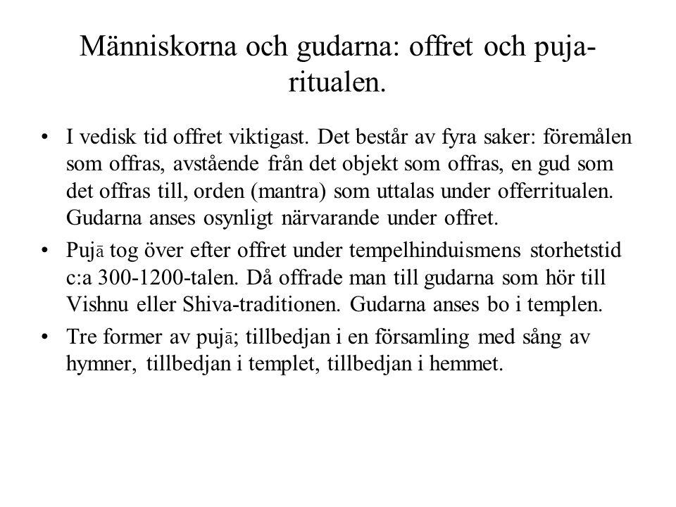 Människorna och gudarna: offret och puja-ritualen.