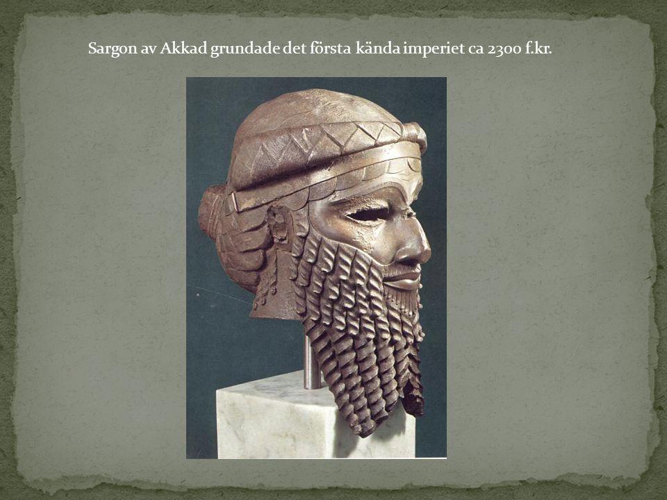 Sargon av Akkad grundade det första kända imperiet ca 2300 f.kr.
