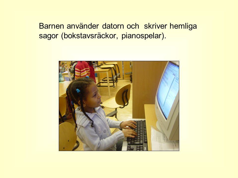 Barnen använder datorn och skriver hemliga