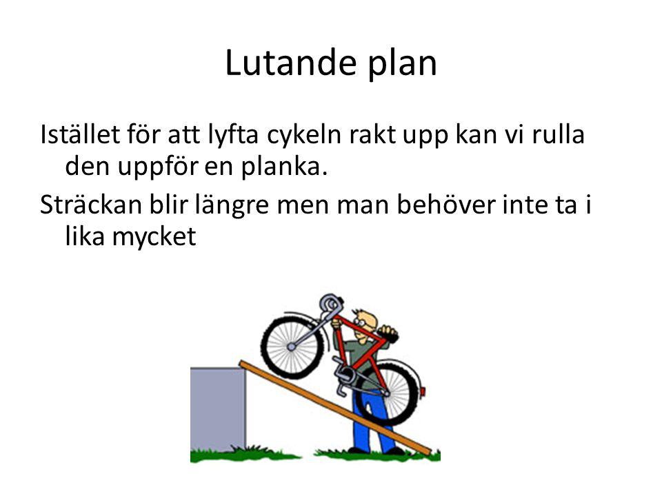 Lutande plan Istället för att lyfta cykeln rakt upp kan vi rulla den uppför en planka.