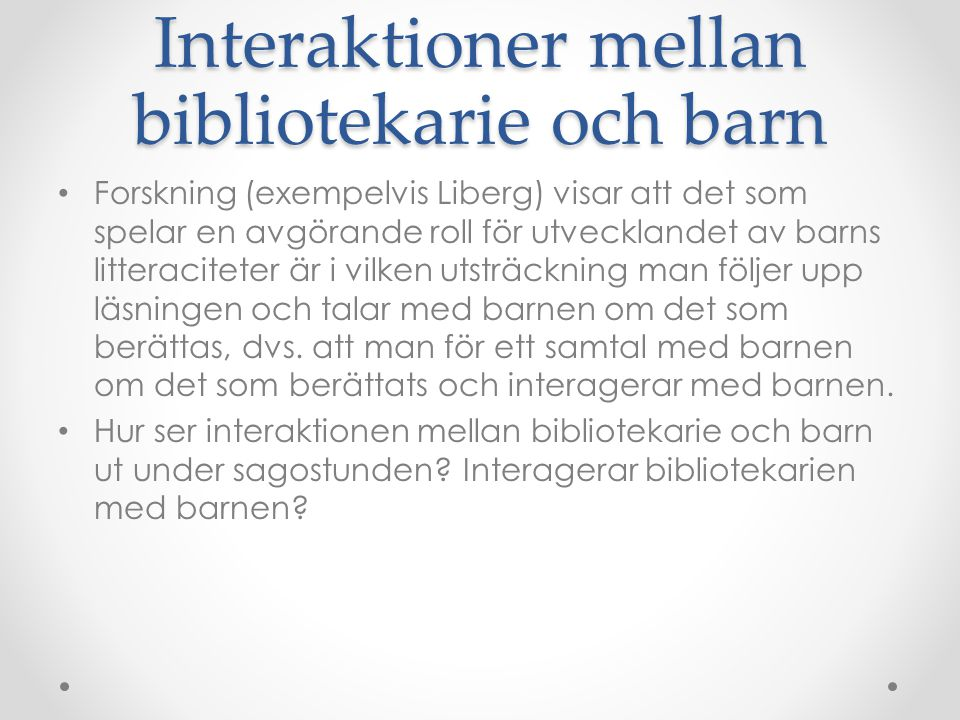 Interaktioner mellan bibliotekarie och barn