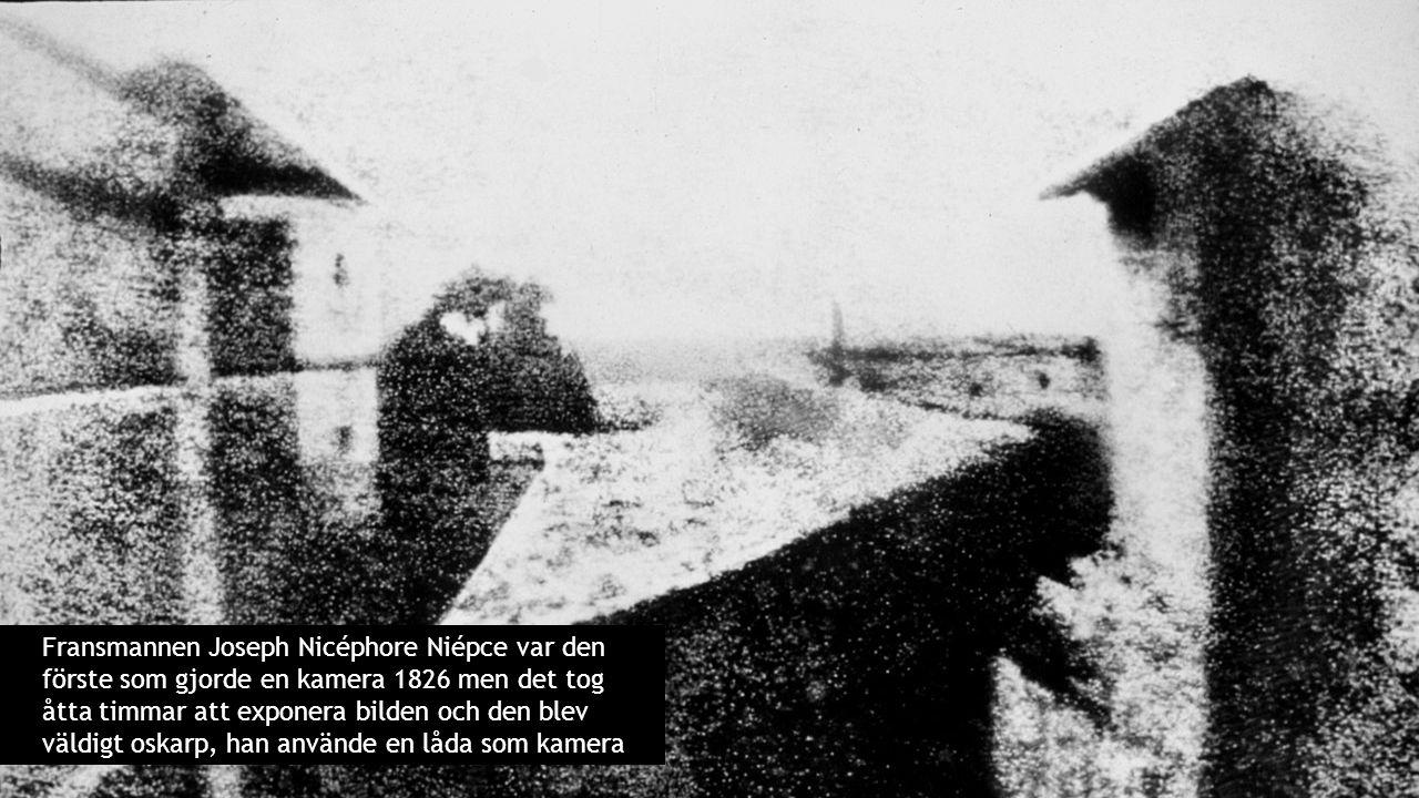 Fransmannen Joseph Nicéphore Niépce var den förste som gjorde en kamera 1826 men det tog åtta timmar att exponera bilden och den blev väldigt oskarp, han använde en låda som kamera