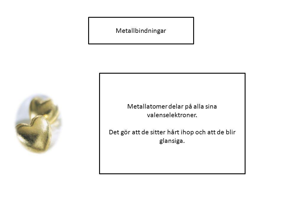 Metallatomer delar på alla sina valenselektroner.