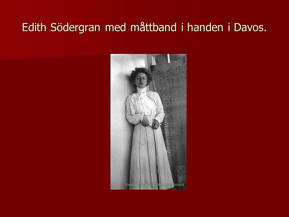 Edith Södergran med måttband i handen i Davos.
