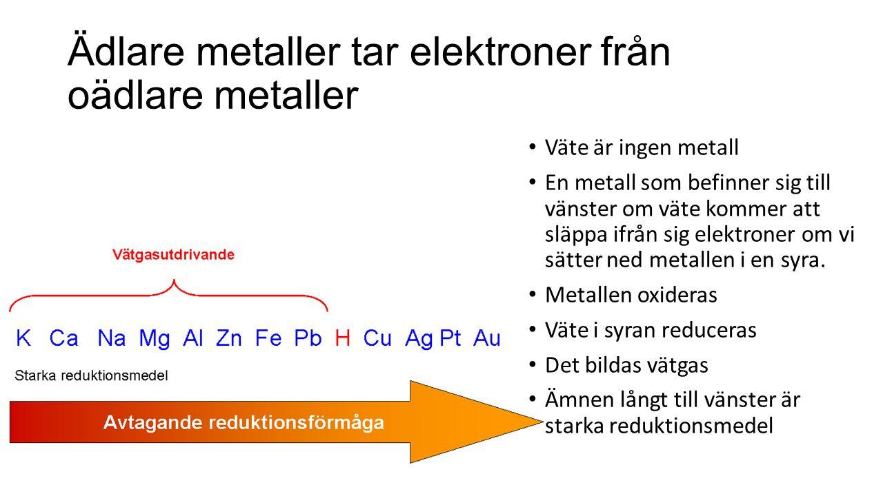 Ädlare metaller tar elektroner från oädlare metaller