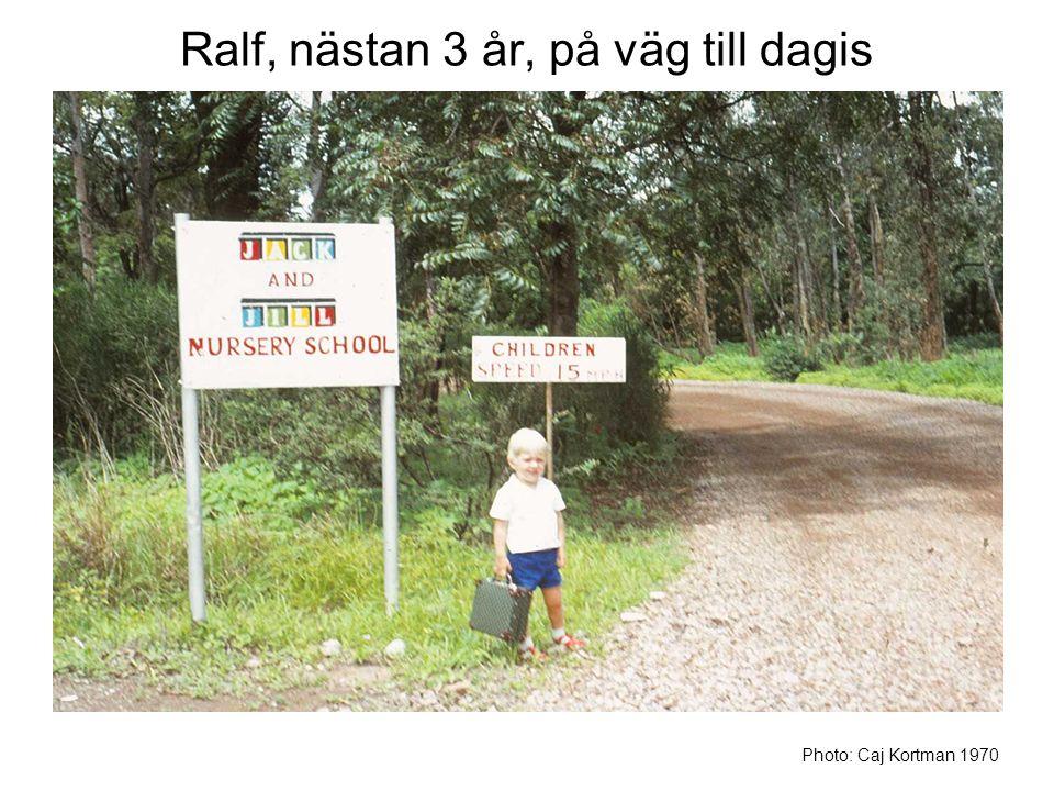 Ralf, nästan 3 år, på väg till dagis