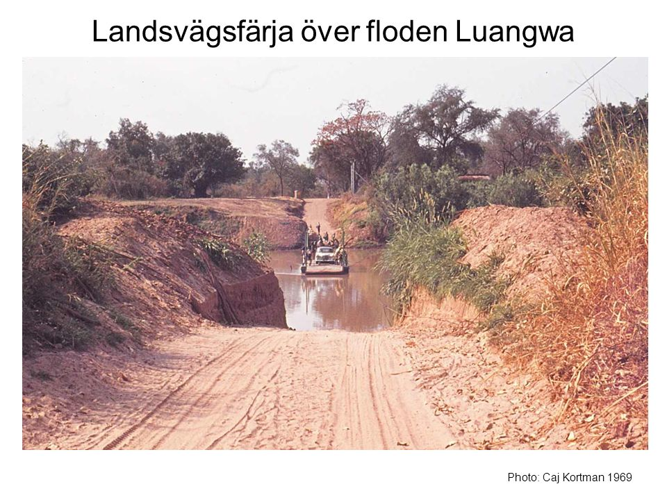 Landsvägsfärja över floden Luangwa